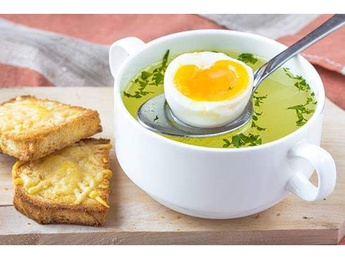 Чорба  с овощами и с яйцом пашот