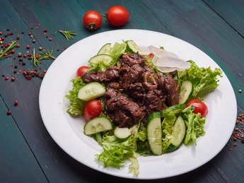 Warm salad with liver