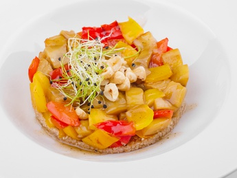 Salad with quinoa, bulgarian pepper and eggplant