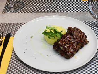 Glazed pork ribs with mashed potatoes
