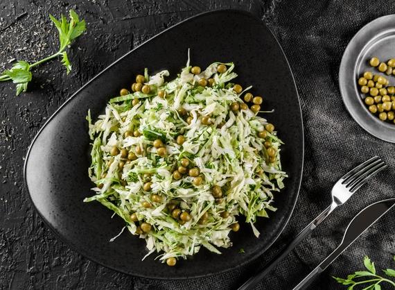 Салат с капустой с горошком