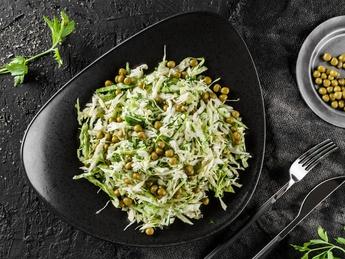 Salată din varză și mazăre
