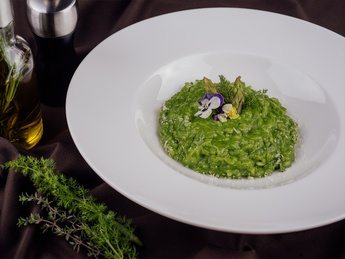 Vegetarian risotto with spinach