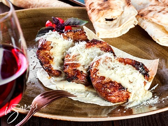 Medallions of veal with cheese sauce