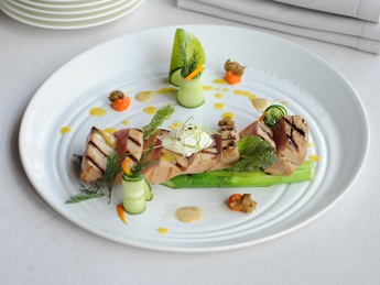 Grilled tuna with spicy sauce