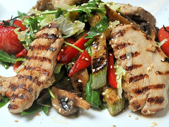 Warm salad with chicken and grilled vegetables