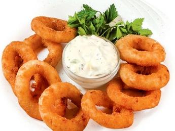 Луковые кольца с соусом