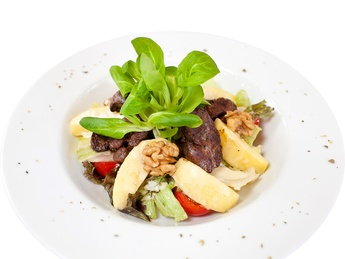 Salad with chicken liver and apples
