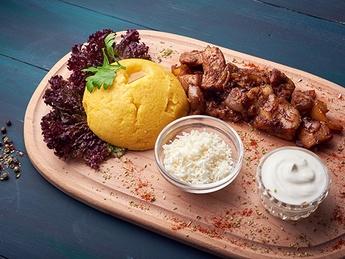 Pork ragout with mamaliga
