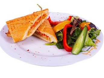 Сэндвичь с курицей и соусом карри