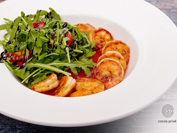 Tiger shrimps with arugula in spicy sauce