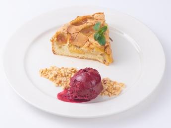 Пирог Шарлотка с ореховым кранчем