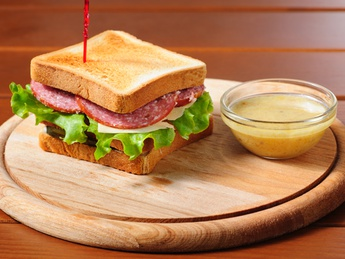 Sandwich with salami and cheese