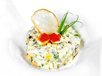 Salată Olivie classic cu somon