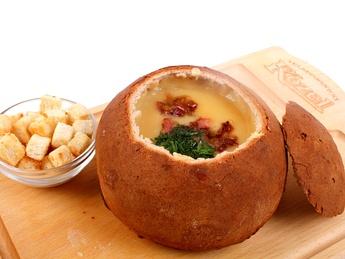 Cream-pea soup with bacon