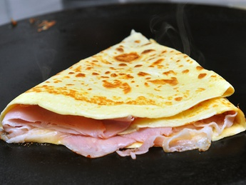 Pancake with jambon and cheese