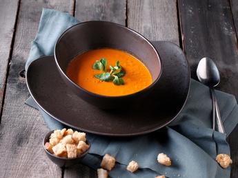 Крем-суп с помидорами и гренками