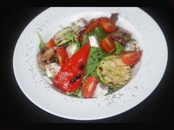 Салат из овощей гриль, черри и сыром фета