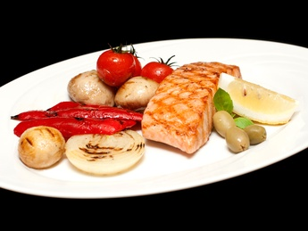Salmon grilled, with vegetables