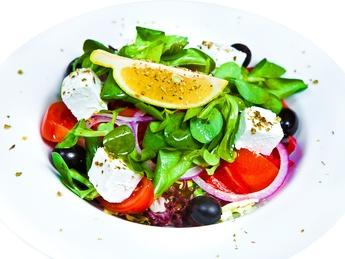 Salată grecească cu brânză Feta