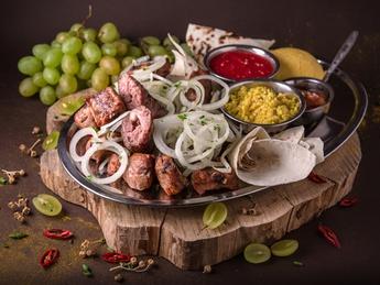 Meat plateau Hora satului