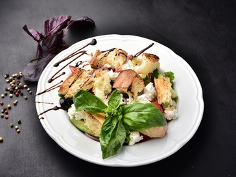 Panzanella with ricotta cheese and vegetables