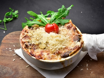Lasagna with beef and Edam cheese