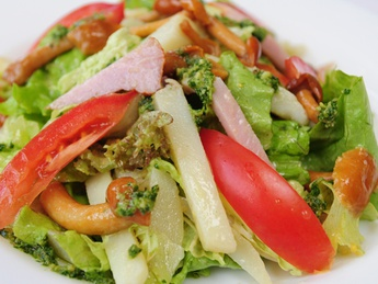 Salad with pastrama