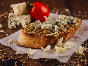 Bruschetta with olives and Dorblu