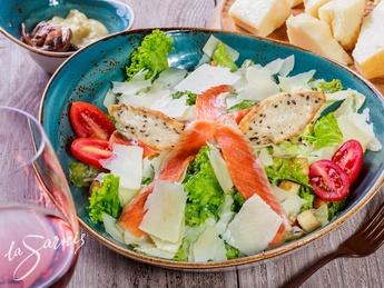 Salată Cezar cu somon