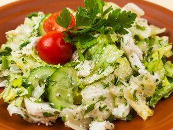 Зеленый салат с соусом винегрет (постное)