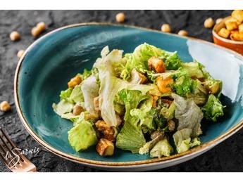 Salată Caesar vegană