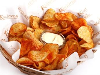 Potato chips with garlic sauce