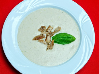 Cream soup with chicken meat