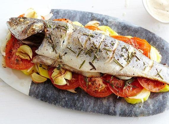 Запеченный сибас c овощами