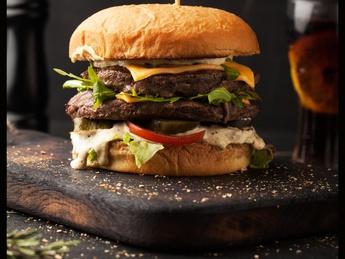 Двойной говяжий бургер