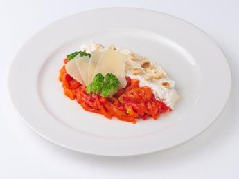 Салат с болгарским перцем с кремом из фета