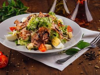 Salată cu bacon crocant