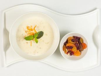 Oatmeal porridge with dried fruits