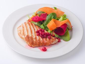 Филе индейки с ягодным соусом