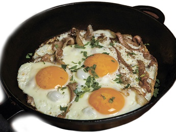 Fried eggs with blood sausage