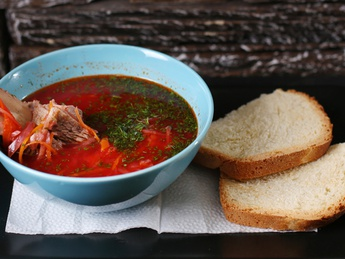 Borsch with beef ribs