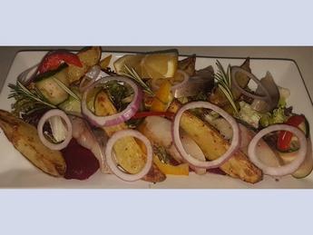 Авторский салат с малосольной семгой и картофелем