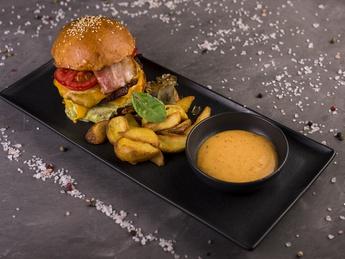 Cheeseburger cu carne de vită