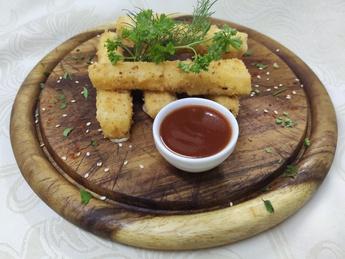 Сырные палочки с соусом Чили