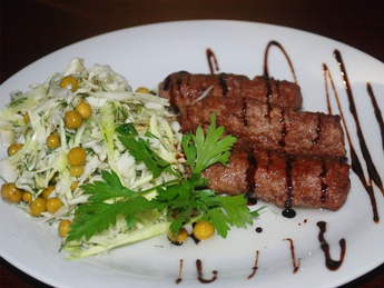 Grilled sausages with garnish
