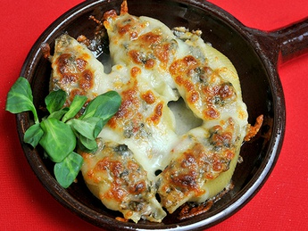 Conchiglioni with turkey and spinach