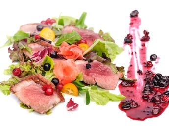 Salată caldă cu piept de raţă