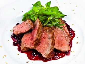 Carne de vită in sos de pomușoare