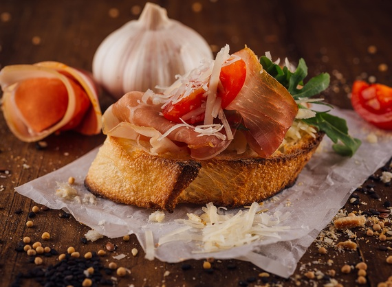 Bruschetta with prosciutto crudo